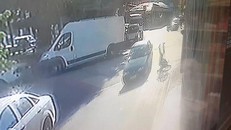 Otomobil bisikletliye böyle çarptı