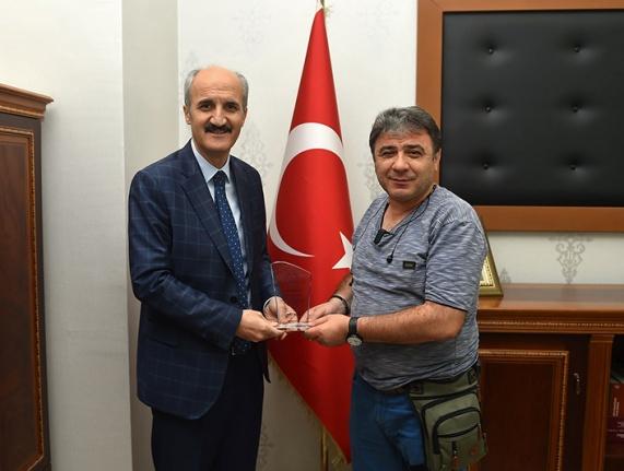 Başkan Okay'dan Gazeteci Yıkan'a teşekkür