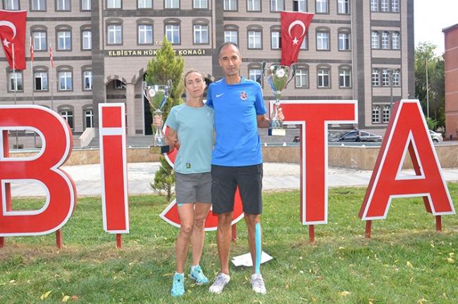 Kendi 8 saat 38 dakika, eşi 10 saat 31 dakika koştu