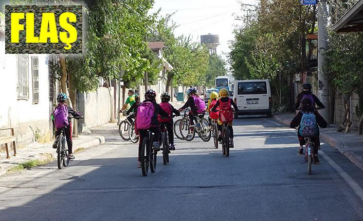 Okula gidiş-dönüşünde pedal çevirdiler