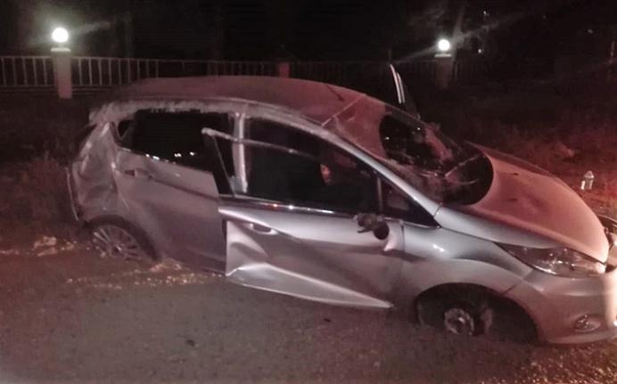 Taklalar atan otomobil sürücüsü kazadan sağ kurtuldu