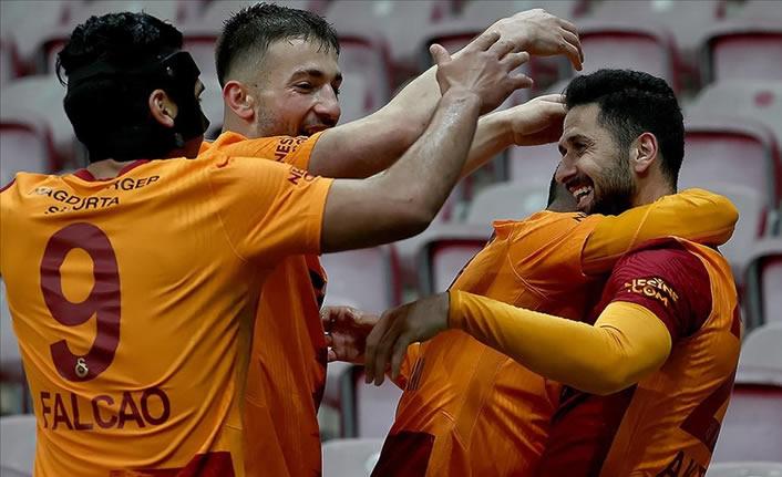 Galatasaray, tek golle takibi sürdürdü