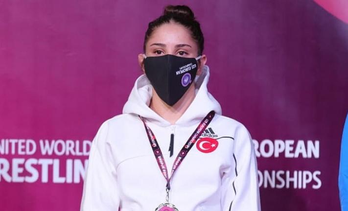 Kadın pehlivanlar, Avrupa Güreş Şampiyonası'nda 5 madalya kazandı