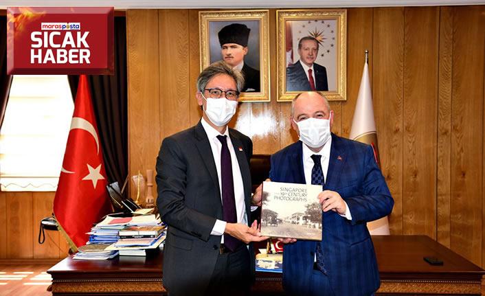 Singapur Büyükelçisi Jonathan Tow Valiliği ziyaret etti
