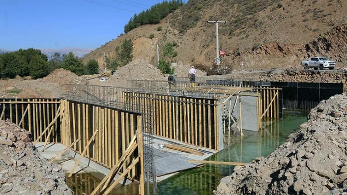 Dadağlı Köprüsü'nde çalışmalar devam ediyor