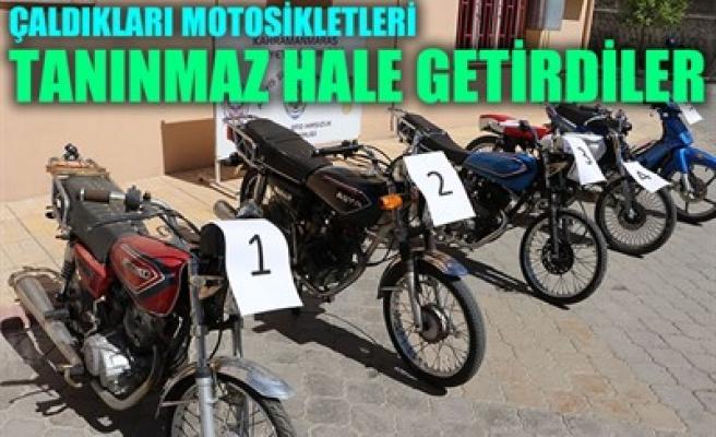 ÇALDIKLARI MOTOSİKLETLERİ TANINMAZ HALE GETİRDİLER