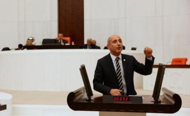 'DEFİLE SKANDALI' MECLİS GÜNDEMİNDE