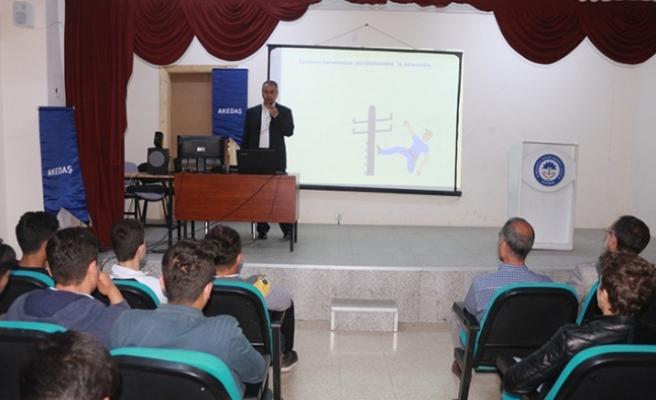 AKEDAŞ, öğrencilere iş sağlığı ve güvenliği semineri verdi!