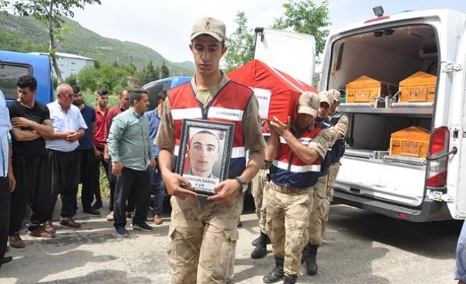 Ölü bulunan asker toprağa verildi