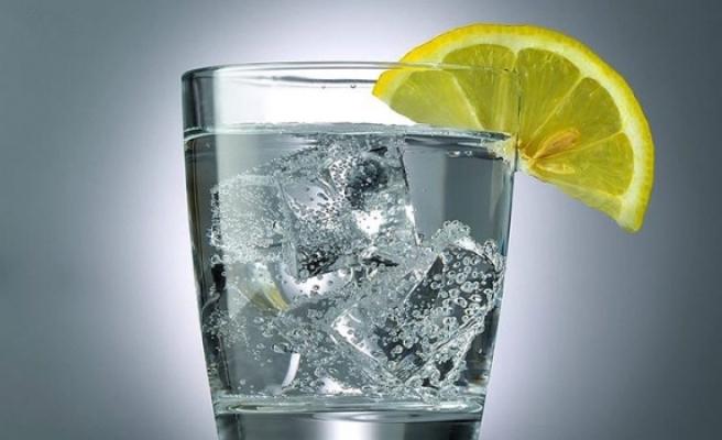 Ferahlatan yaz lezzeti: Limon suyu + soda + tuz
