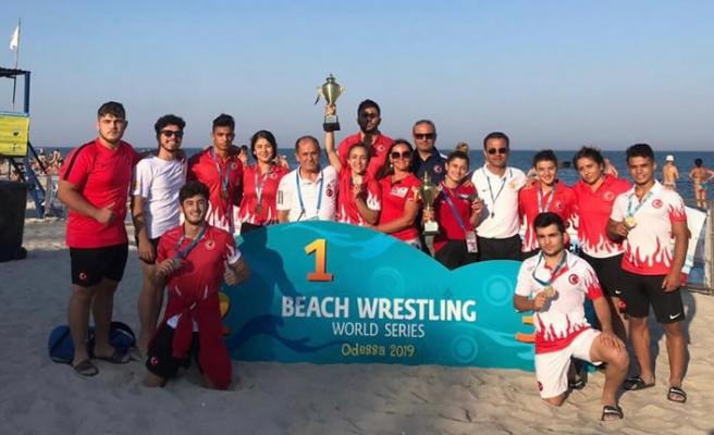 Dünya Plaj Güreşi Şampiyonasında büyük başarı