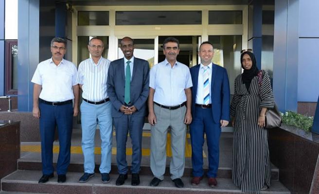 Somalili Bakan, KSÜ'yü ziyaret etti