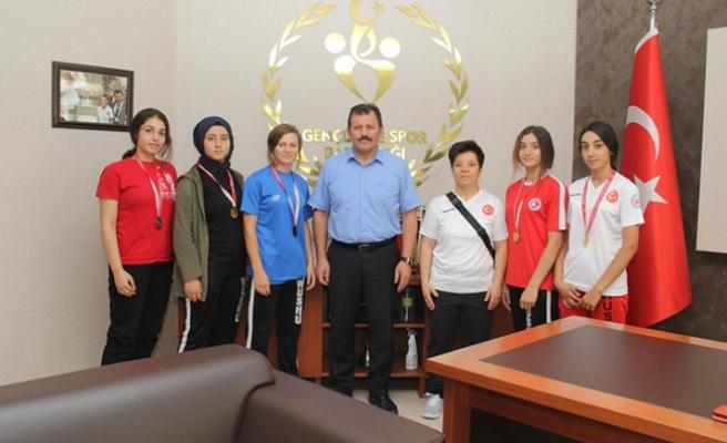 Wushu sporcularından Kabakcı'ya ziyaret
