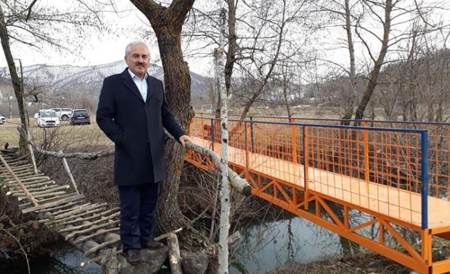 Dere yatağındaki yaya köprüsü yenilendi