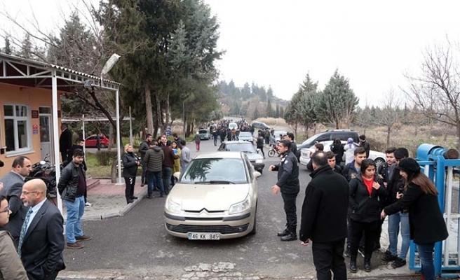 KSÜ öğrencileri binalarının risk taşıdığı iddiasıyla eylem yaptı