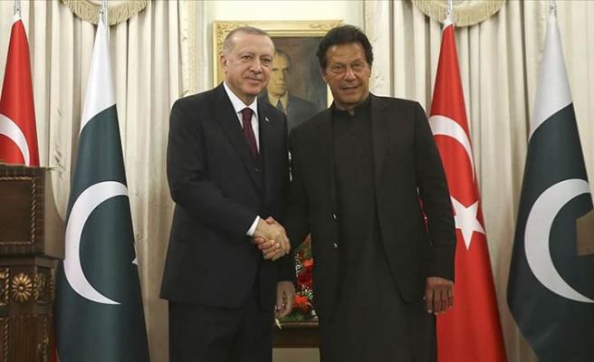 Türkiye, Pakistan'ın ve Pakistan, Türkiye'nin yanında!
