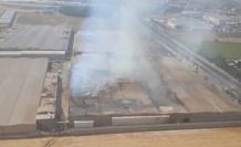 Tekstil fabrikasındaki yangına havadan ve karadan müdahale ediliyor