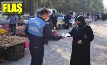 Suriyeli göçmenler broşürle bilgilendirildi