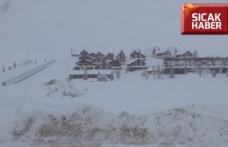 Yedikuyular Kayak Merkezi'nde, kar kalınlığı yaklaşık 120 santimetreye ulaştı.