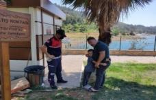 Piknik alanında kaybolan çocuğu jandarma ailesine teslim etti...