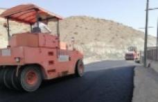 Çağlayancerit'te asfalt çalışmaları