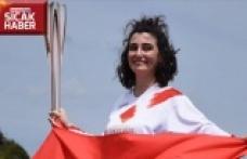 Türk kızı Durna olimpiyat meşalesini taşıdı