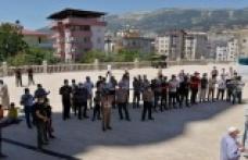 Önder'in öncülüğünde eller Filistin ve Müslümanlar için semaya kalktı