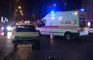 Elektrikli bisiklet ile otomobil çarpıştı: 3 yaralı