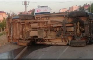 Askeri araç devrildi: 2 yaralı