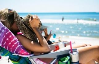Uzmanlar uyardı: Öğle sıcağında güneşlenmeyin