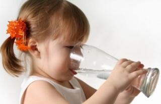 Çocuk ishalse bol su içirin