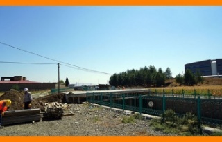 """Türkoğlu'nda """"Hastane Köprüsü"""" tamamlanıyor"""