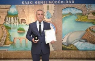 KASKİ personeli Türkmen'e Kızılay'dan altın...