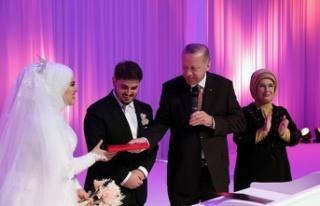 Mahir Ünal'ın kızı evlendi!