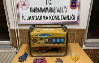 Baz istasyonlarından hırsızlık yapan 4 kişi yakalandı