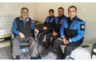 Elbistan'da polislerden engelli vatandaşa tekerlekli...
