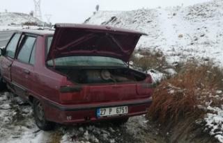 İki otomobil ve kamyonetin karıştığı kazada...