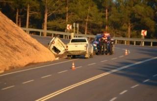 Midibüs ile kamyonet çarpıştı: 26 yaralı