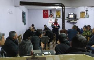 Jandarma trafik timlerinden kahvehanede trafik eğitimi