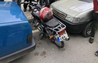 Motosiklet, karşıya geçenlere çarptı: 3 yaralı