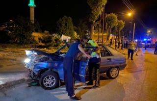 2 otomobil çarpıştı, aynı aileden kişi 4 yaralandı