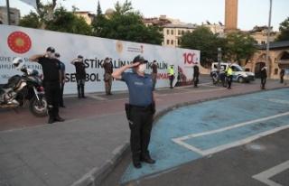 Polisler, Hilal oluşturdu!