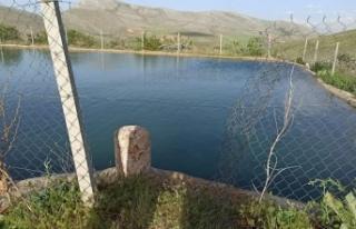 Serinlemek için gölete giren çocuk boğuldu