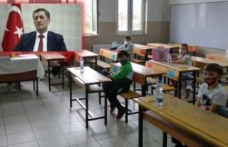 Bakan Selçuk, 2. sınıfların yüz yüze eğitimi...