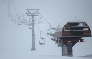 """""""Yedikuyular Kayak Merkezi"""" kar kalınlığıyla..."""