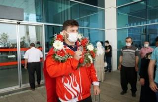 KMBŞB güreşçisi Anıl, Türkiye'nin gururu oldu