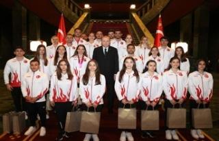 Erdoğan, madalyalı cimnastikçileri kabul etti