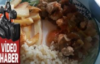 Tavuk patlıcan biber leziz salçalı yemek