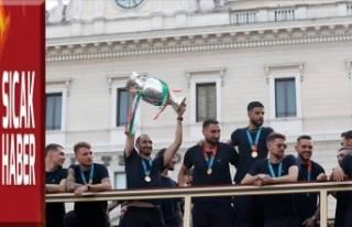 Avrupa şampiyonu, Roma'da şampiyonluk turu...