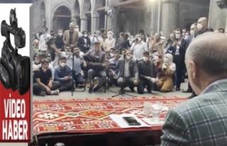 Erzurum'da gençlerle buluşan Erdoğan'a...